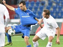 NA VÝKONY svého ofenzivního esa Vladimíra Mišinského (v modrém) budou ve Vítkovicích v nové sezoně spoléhat.