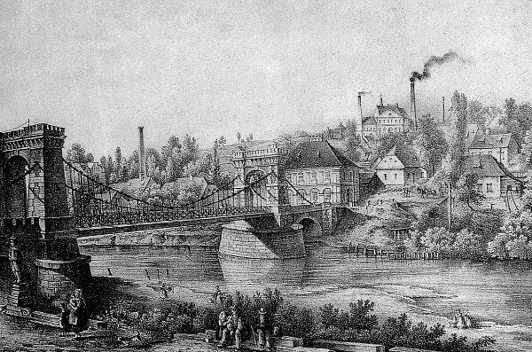 ŘETĚZOVÝ MOST. První most spojující Moravskou a Slezskou (vté době Polskou) Ostravu, který nebyl dřevěný, zhotovily sobotínské železárny. Byl zkamene a řetězů.