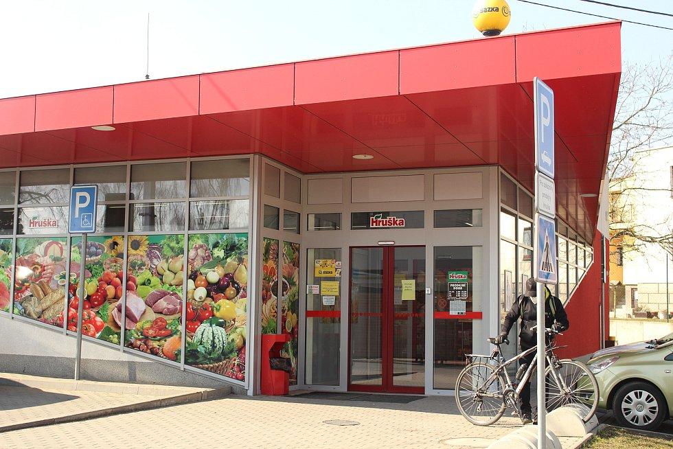 Prodejna Hruška ve Lhotce.