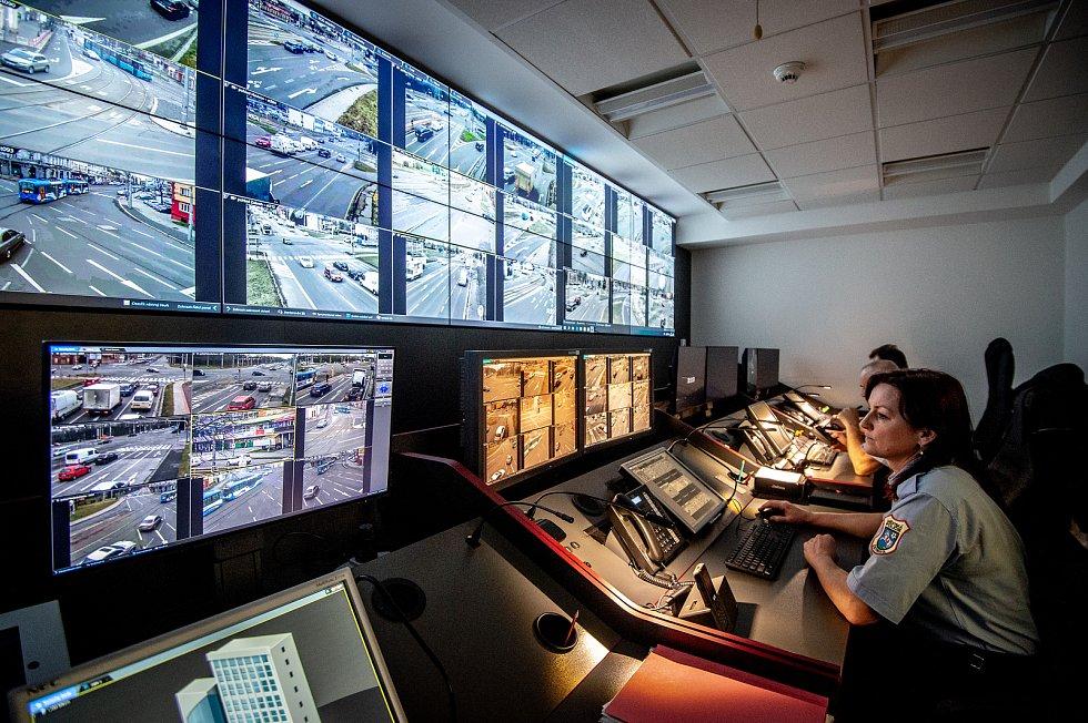 Monitorovací středisko Městské policie Ostrava (MPO) na Integrovaném bezpečnostním centru (IBC) v Ostravě, únor 2020.