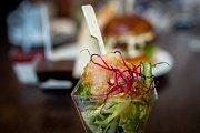 Ukázka jídla které se bude podávat v nově otevřené restauraci na Masarykově náměstí místo restaurace Astoria Restaurant, mimo jiné i pizzy, těstoviny apod., 23. října 2017.
