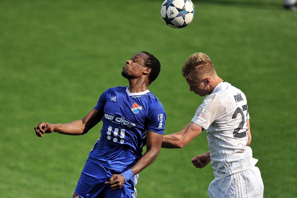Utkání 29. kola první fotbalové ligy: MFK Karviná - Baník Ostrava, 19. května 2018 v Karviné. (vlevo) Diop Dame a Panák Filip.
