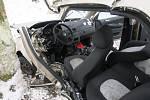 Snímek ze zásahu u nehody mezi obcemi Velká Polom na Ostravsku a Háj ve Slezsku na Opavsku. V autě zůstal vážně zraněný muž.