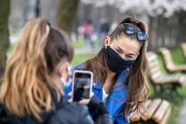 Ostrava (Komenského sady) v celostátní karanténě, 4. dubna 2020. Vláda ČR vyhlásila dne 15.3.2020 celostátní karanténu kvůli zamezení šíření novému koronavirové onemocnění (COVID-19).