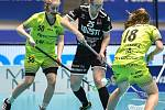 Pohár mistrů ve florbalu, o 3. místo (ženy): 1. SC Vítkovice - SB-Pro Nurmijarvi, 12. ledna 2020 v Ostravě. Na snímku (zleva) Vlaďka Maděrová, Nita Heino a Lucie Cholinská.