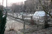 Obyvatelé Svinova nechtěli mít místo zahrádek pod okny sklad.