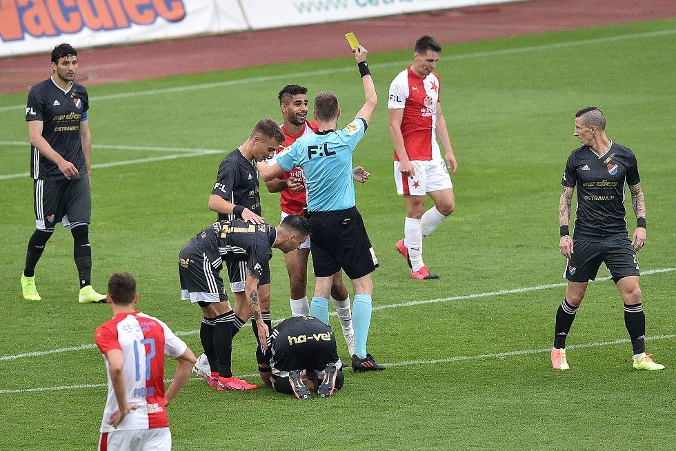 Utkání 29. kola první fotbalové ligy: FC Baník Ostrava - SK Slavia Praha, 10. června 2020 v Ostravě. Žlutá karta pro Yusuf Abdulla Helal ze Slavie.