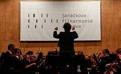 Šéfdirigent Heiko Mathias Förster a Janáčkova filharmonie Ostrava.