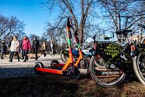 Elektrické koloběžky Lime v Ostravě, březen 2021.