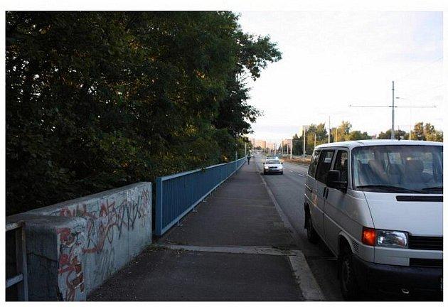 """Místo činu. Drama, které mělo být původně """"jen"""" pouliční krádeží, se odehrálo ve Výškovické ulici v Ostravě-Výškovicích."""