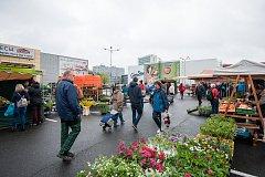 Farmářské trhy u nákupního centra Futurum v Ostravě, duben 2017. Ilustrační foto.