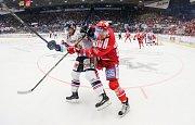 Čtvrtfinále play off hokejové extraligy - 3. zápas: HC Vítkovice Ridera - HC Oceláři Třinec, 24. března 2019 v Ostravě. Na snímku (zleva) Rastislav Dej, Martin Adamský.