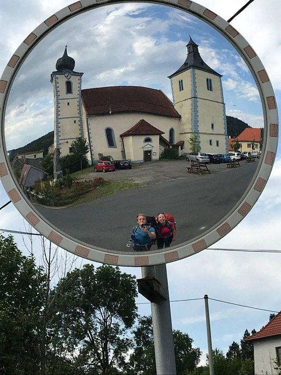 Kostel ve Velharticích.