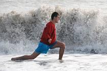 Radim Řezník při běhání v moři v turecké Antalyi