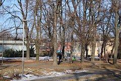 Staré a slabé veřejné osvětlení v sadu Boženy Němcové v Ostravě-Přívoze nahradila silnější a úspornější led svítidla.