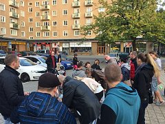 Petici proti rozšiřování areálu VTP do oblasti porubského lesoparku a Myslivny přišly na Alšovo náměstí v Porubě podepsat stovky lidí.