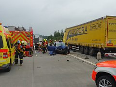 Na dálnici D1 na Novojičínsku v úterý odpoledne havaroval vůz autoškoly. Srazil se s kamionem.