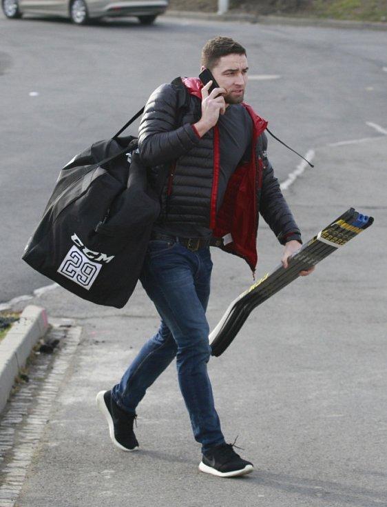 Hokejová elita se sešla v úterý v Ostravě. Na snímku Lukáš Krenželok
