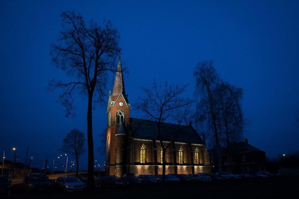 Římskokatolický farní kostel svatého Františka a Viktora v městské části Hrušov, 10. prosince v Ostravě.