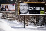 Parlamentní volby na Slovensku, 29. února 2020 v Makově. Vpravo billboard politické strany Obyčejní lidé a nezávislé osobnosti (OLaNO) - Igor Matovič.