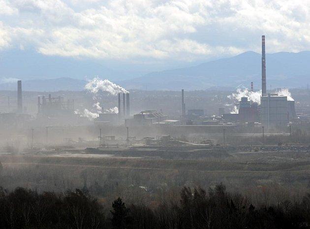 Ostravský ArcelorMittal v závoji smogu