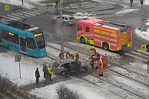 Ve středu kolem 10. hodiny dopolední došlo k dopravní nehodě v Ostravě – Zábřehu, v křižovatce ulic Výškovická a Kosmonautů.