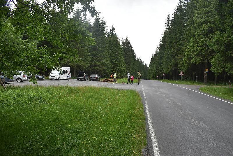 Na odpočívadle zvaném Kóta byla před 15 roky – 3. července 2006 – nalezena zavražděná inspektorka životního prostředí.