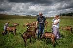 Ekologické farma U Stromovouse, 22. července 2020 ve Světlé Hoře. Majitel farmy Stanislav Zámečník s manželkou a vnuky.
