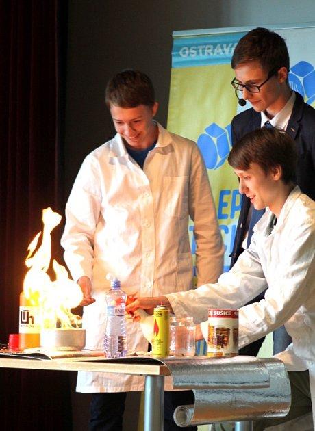 Speciální cenu poroty získali v soutěži Zlepši si techniku Vojtěch David, Vojtěch Mohelník a Jan Lukovský z Wichterlova gymnázia za zábavnou formu a šmrnc svého představení Barevný plamen.