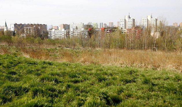 HALDA HRABŮVKA má plochu bezmála sto hektarů a vnejvyšším bodě je vysoká 27metrů. Její vznik se datuje rokem 1890.