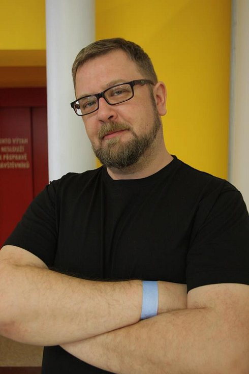Roman Bílek alias BeeSee je komiksový scénárista se na stránky legendárního časopisu dostal se seriálem Meloun & Sirka.