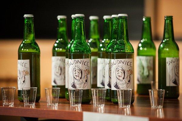 STUDENTI SLÁDKY. Jak se vaří pivo? To si vyzkoušeli studenti VŠB-TUO vtřetím ročníku soutěže Beer košt.