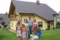 Občanské sdružení Filadelfie – Přístav Oldřichovice se zabývá zabezpečením podmínek pro rodiny s dětmi v pěstounské péči a pomoci při jejich následné výchově a vstupu do života.