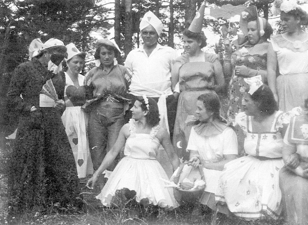 Jana Pyková, Slezská OStrava, Maškarní ples, Sýkovec u Nového Města na Moravě, 1955