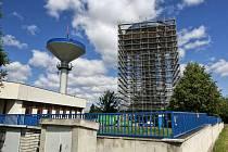 Do března 2017 by měla trvat úplná rekonstrukce vodojemu Hladnov B ve Slezské Ostravě. Práce na vodojemu Hladnov B ale podle mluvčí OVAK Radky Vankové nebudou mít žádný vliv na provozování vodovodní sítě a dodávky vody pro zákazníky.