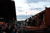 Divadelní projekt Vlak Lustig zpracovává literární předlohu spisovatele Arnošta Lustiga Modlitba pro Kateřinu Horovitzovou. Ilustrační foto z netradičního představení.
