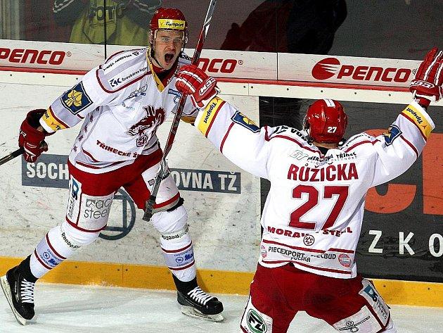 Oceláři první semifinále zvládli. Třinec - Slavia 5:3