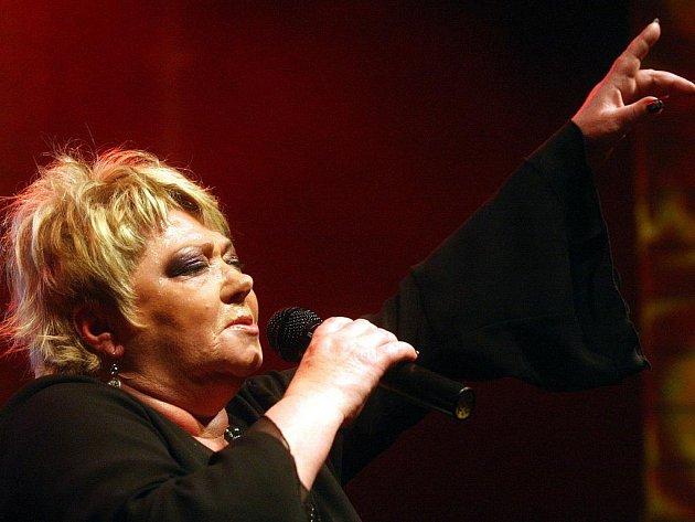 Koncertní turné Nadoraz 2010 zahájila Věra Špinarová v Ostravě.