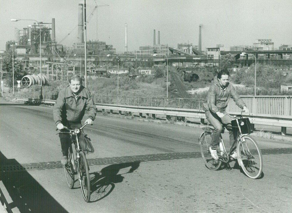 Odjezd domů z denní směny, rok 1990.