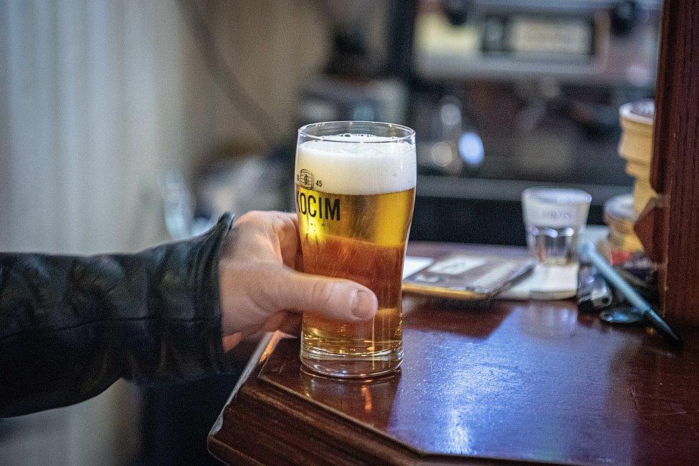Chuť na pivo je někdy větší než zákaz.