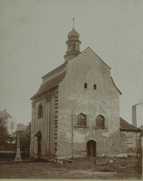 FOTOGRAFIE KAPLE sv. Lukáše pořízená patrně krátce před demolicí svatostánku vroce 1894.