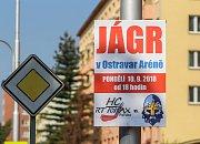 Reklamní tabule v Porubě lákající na hokejový zápas mezi Porubou a Kladnem.