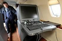 Letiště Ostrava v Mošnově prošlo kalibrací navigačního systému. V interiéru letounu Cessna 560 XL jsou měřící přístroje