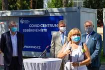 Slavnostní otevření Covid centra ve Fakultní nemocnici Ostrava. Zleva Jiří Havrlant, Ivo Vondrák, Zbyněk Pražák a Pavla Svrčinová,12. srpna 2020.