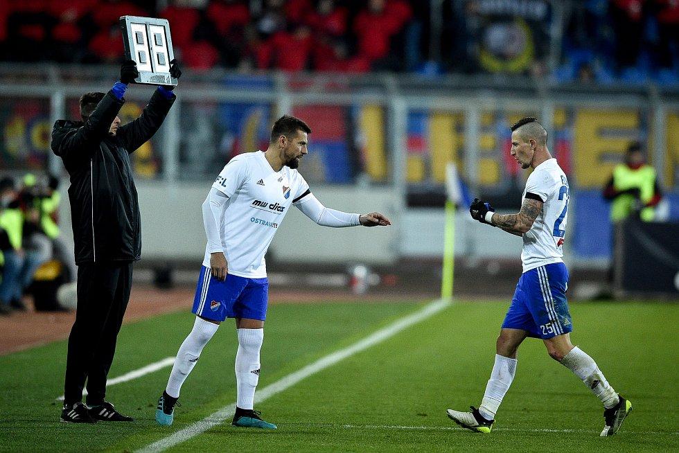 Utkání 20. kola první fotbalové ligy: Baník Ostrava - Sparta Praha, 14. prosince 2019 v Ostravě. Na snímku (zleva) Milan Baroš a Jiří Fleišman.