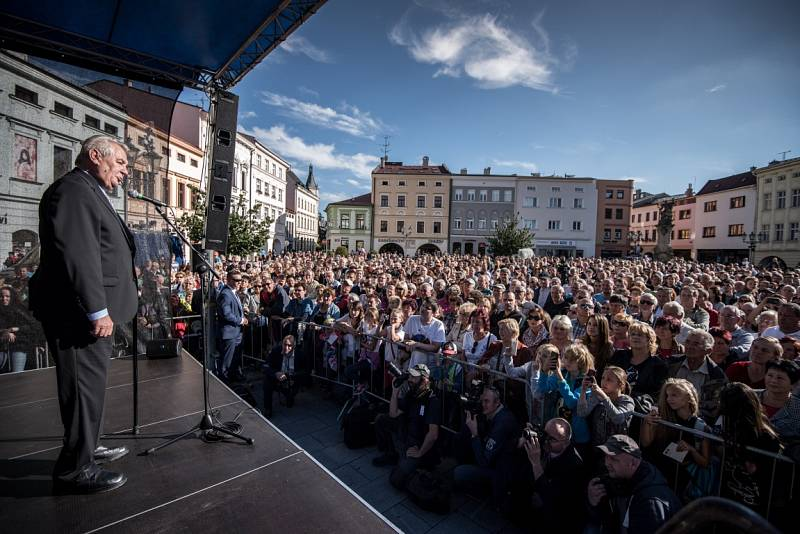 Snímek z návštěvy prezidenta Miloše Zemana ve Frýdku-Místku, září 2015.