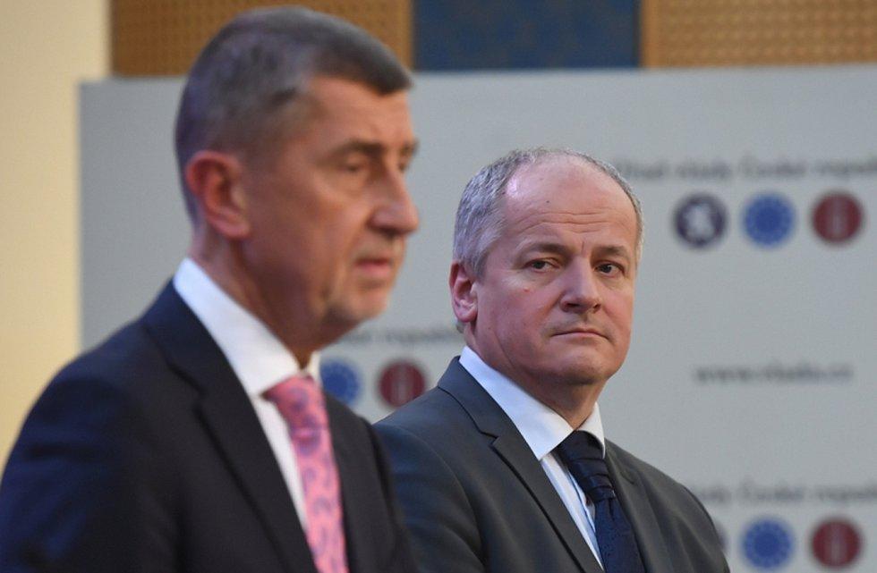 Na snímku zleva Andrej Babiš a Roman Prymula.
