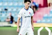 NOVÝ LÍDR. Záložník Baníku Ostrava Robert Hrubý dovedl svůj tým s kapitánskou páskou na rukávu k postupu do čtvrtfinále Mol Cupu.