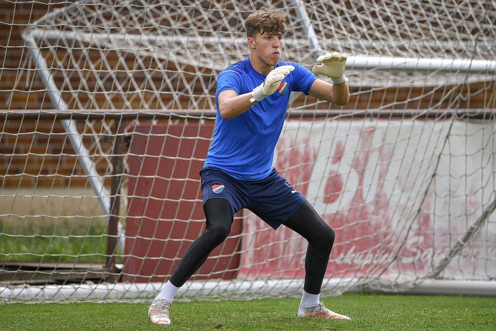 První trénink fotbalového týmu FC Baník Ostrava, 21. června 2021 v Kroměříži. Na snímku gólman Martin Hrubý.