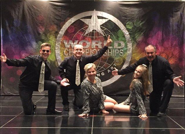 Skupina Marod při jednom ze svých vystoupení vLos Angeles
